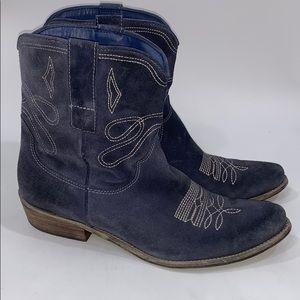 Boutique 9 western Jannr blue suede boots size 10